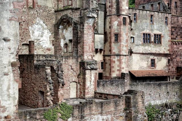 Castle Wall 2 BW
