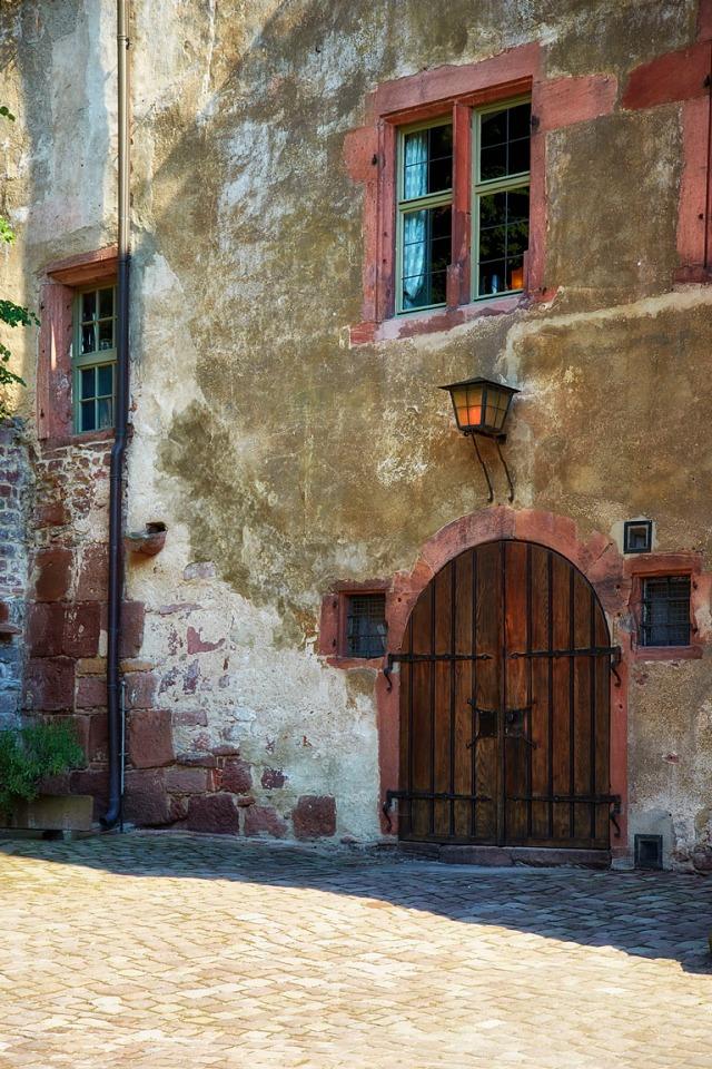 W_Castle Door